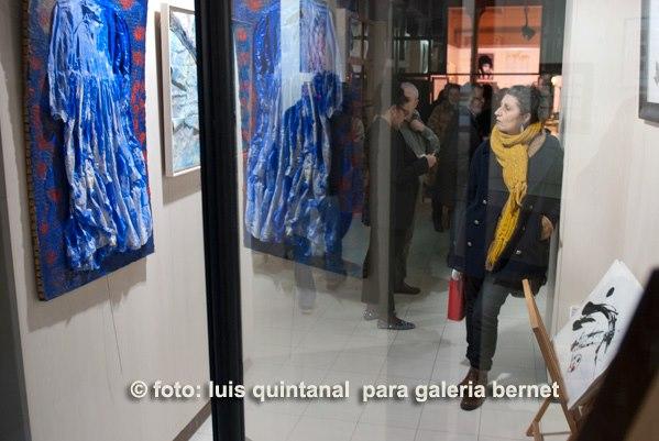 visitante a galería bernet